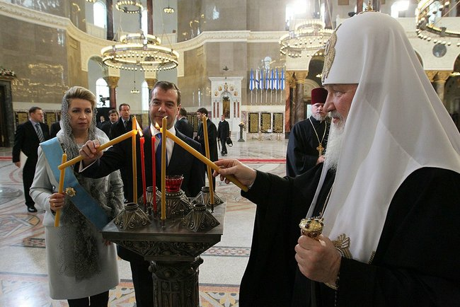 Dmitry and Svetlana Medvedev with Patriarch Kirill of Moscow and All Russia at the Naval Cathedral of Saint Nicholas in Kronstadt, April 9, 2012. Photo: the Presidential Press and Information Office, the Kremlin.